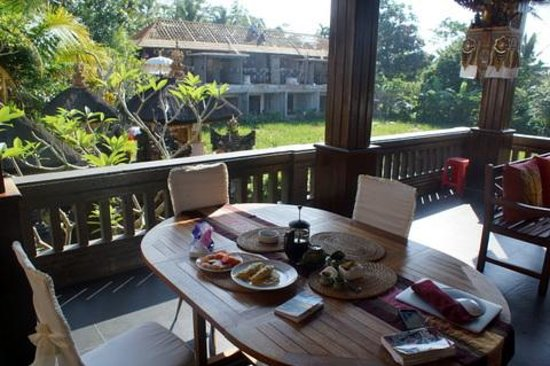 Bayu Guest House: Terrace view with breakfast