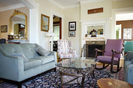 The Inn on East Main Street: Living Room