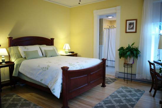 The Inn on East Main Street: Walt Whitman Room with Private Bath