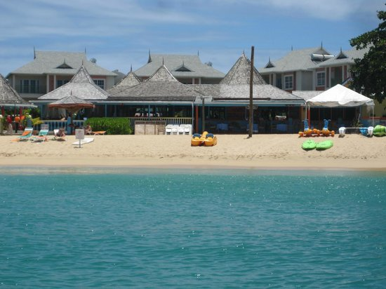 Bay Gardens Beach Resort: View from Sea Kayak of Restaurant