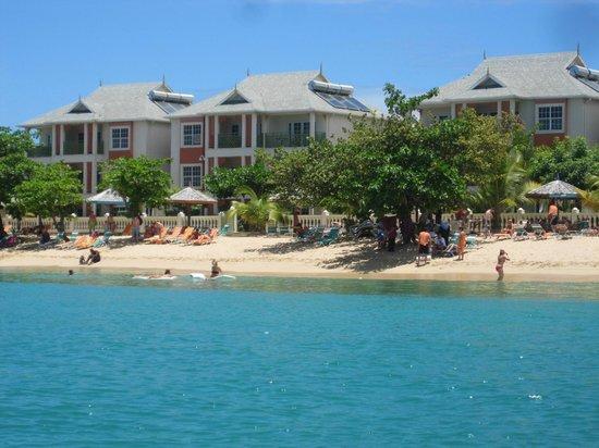 Bay Gardens Beach Resort: View from Sea Kayak