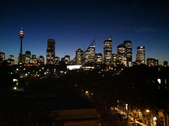 Waldorf Woolloomooloo Waters Apartments: Sydney Skyline from our Apartment