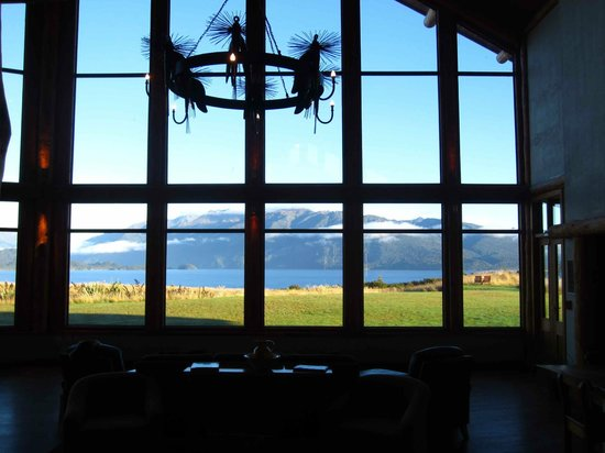 Fiordland Lodge: Lounge view