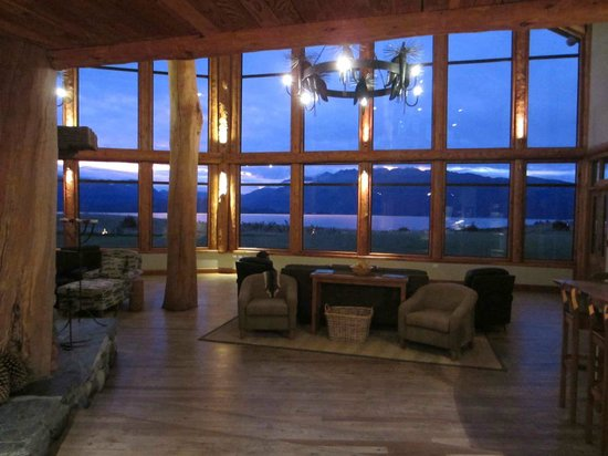 Fiordland Lodge: Lounge