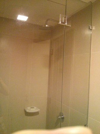 Premiera Hotel Kuala Lumpur: Shower