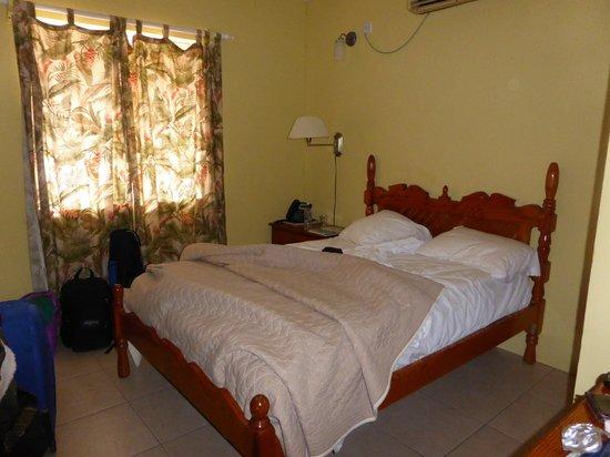 Paradise Beach Hotel: habitación
