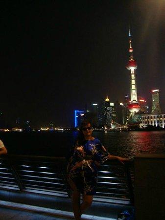 Oriental Pearl Tower (Dongfang Mingzhu): Набережная Вайтань