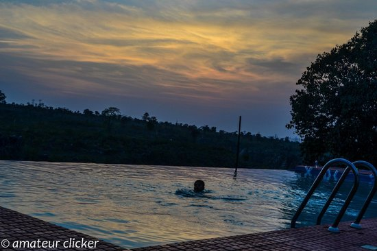 Motel Marble Rocks: Swimming at the end of a hot day!