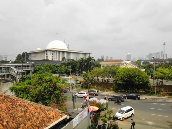 Amaris Hotel Juanda : Istiqlal Mosque from the hotel