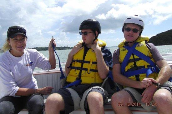 Flying Kiwi Parasail : Safety briefing.