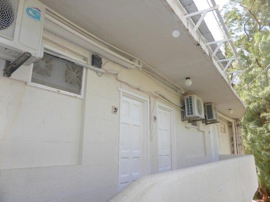 Ocean Spray Beach Apartments: entrada a las habitaciones