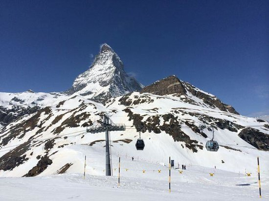 Tour d'observation du glacier du Matterhorn : view from Schwarzsee cable Station