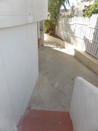 Ocean Spray Beach Apartments: pasillo para salir de la habitación