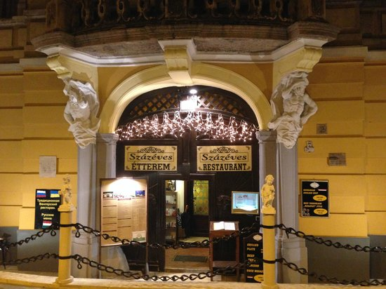 Szazeves Restaurant : facade