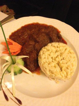 Szazeves Restaurant : beef goulash