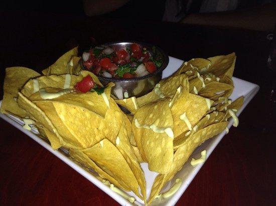 Latin House Burger and Taco Bar: Nachos with Pico de Gallo