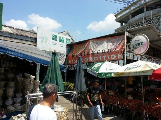 Toh Plue Restaurant: External view with stall location number