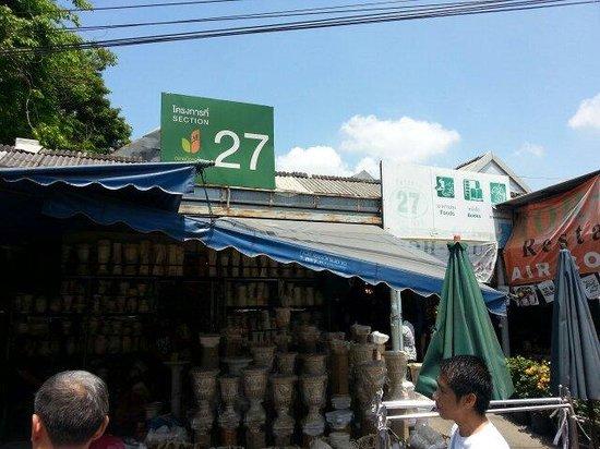 Toh Plue Restaurant: Located at area 27