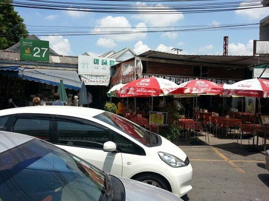 Toh Plue Restaurant: Over the road view