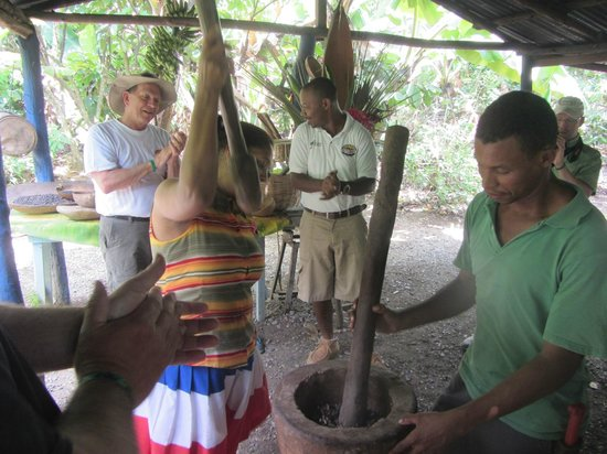 Bavaro Runners Adventures: Alex, our tour guide, and Maria and her son crushing coffee beans.