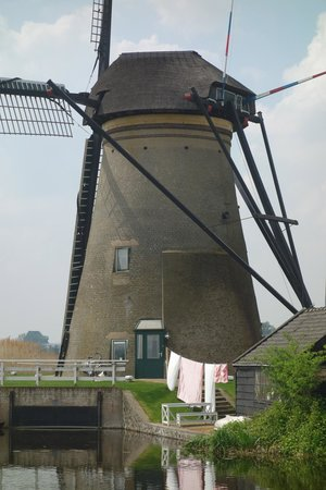 Réseau de moulins de Kinderdijk-Elshout : currently inhabited windmill