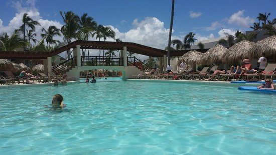 Breathless Punta Cana Resort & Spa : The main pool