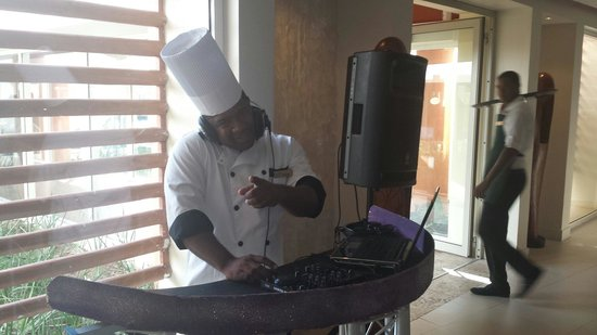Breathless Punta Cana Resort & Spa : Breakfast DJ at Spoon