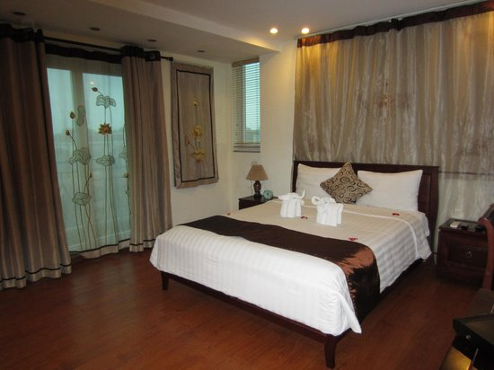 Hanoi Charming 2 Hotel: One of our lovely rooms