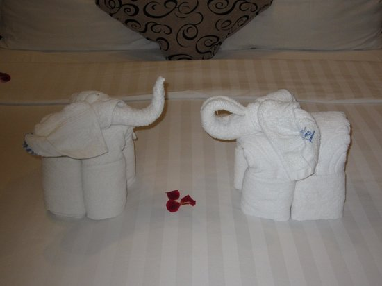 Hanoi Charming 2 Hotel: Elephants on the bed