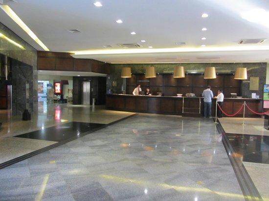 Mabu Thermas Grand Resort: Foyer and Reception area of hotel