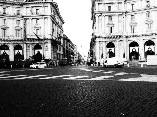 Piazza della Repubblica : Black and white