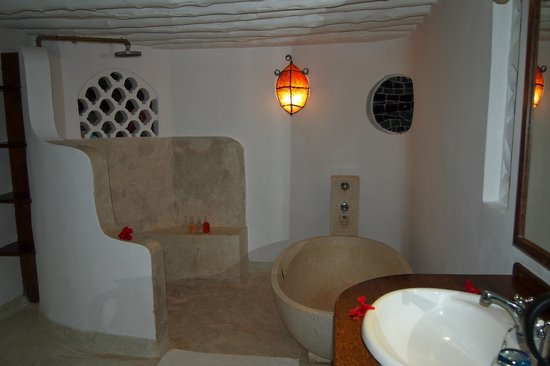 Matemwe Lodge, Asilia Africa: Shower and tub area