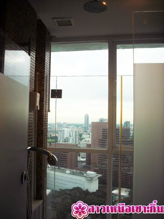 Urbana Langsuan : ห้องอาบน้ำชมวิว