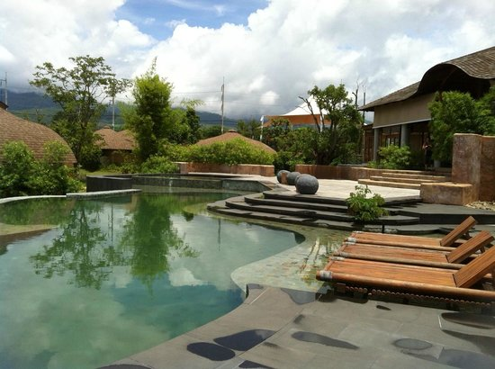 Montis Resort: สระน้ำ