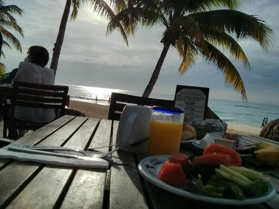 Mahekal Beach Resort: Sunrise breakfest