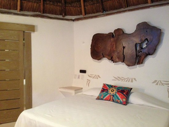 Mahekal Beach Resort: Palapa Garden Deluxe - inside view