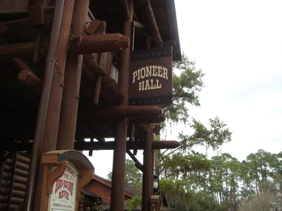 The Hoop-Dee-Doo Musical Revue : where it is located