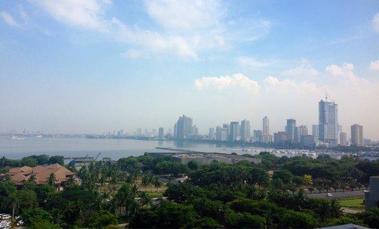Sofitel Philippine Plaza Manila: Manila skyline view from the 10th floor of Sofitel Philippine Plaza Hotel.