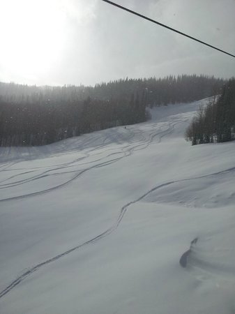 Sunlight Mountain Resort: Fresh Powder nearly an hour after the lifts opened!