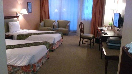 Tai-Pan Hotel: 窓が大きく明るい部屋でした
