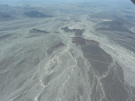Lineas de Nazca: Wavy lines in the landscape