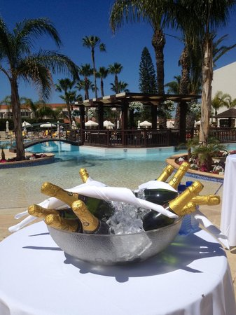 Olympic Lagoon Resort : Easter Champers anyone?