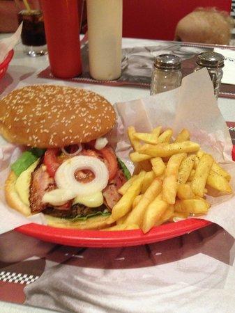 Olympic Lagoon Resort : American Diner Burger
