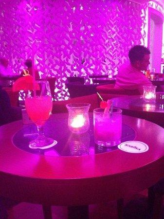 Olympic Lagoon Resort : Cocktails in Cinnamon Bar