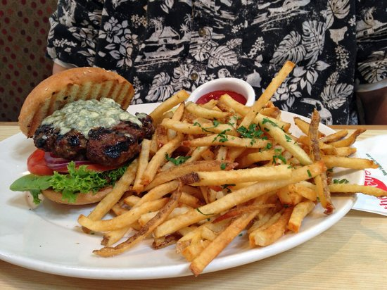 Red Grape Pizzeria: Gorgonzola burger with fries