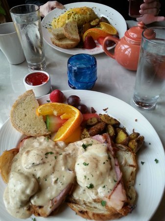Breakfast at the Shelburne Inn