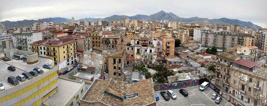 Hotel ibis Styles Palermo : Vista dalle camere sul retro dell'albergo