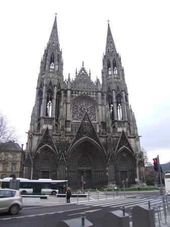St. Ouen's Abbey: Строгая красота готики.