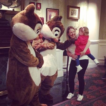 Disneyland Hotel : meeting characters outside breakfast
