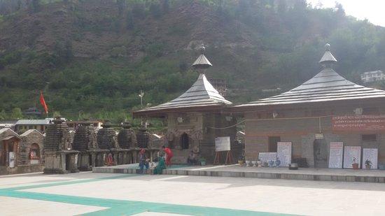 Hatkeshwari Mata Temple Complex: the five smaller temples